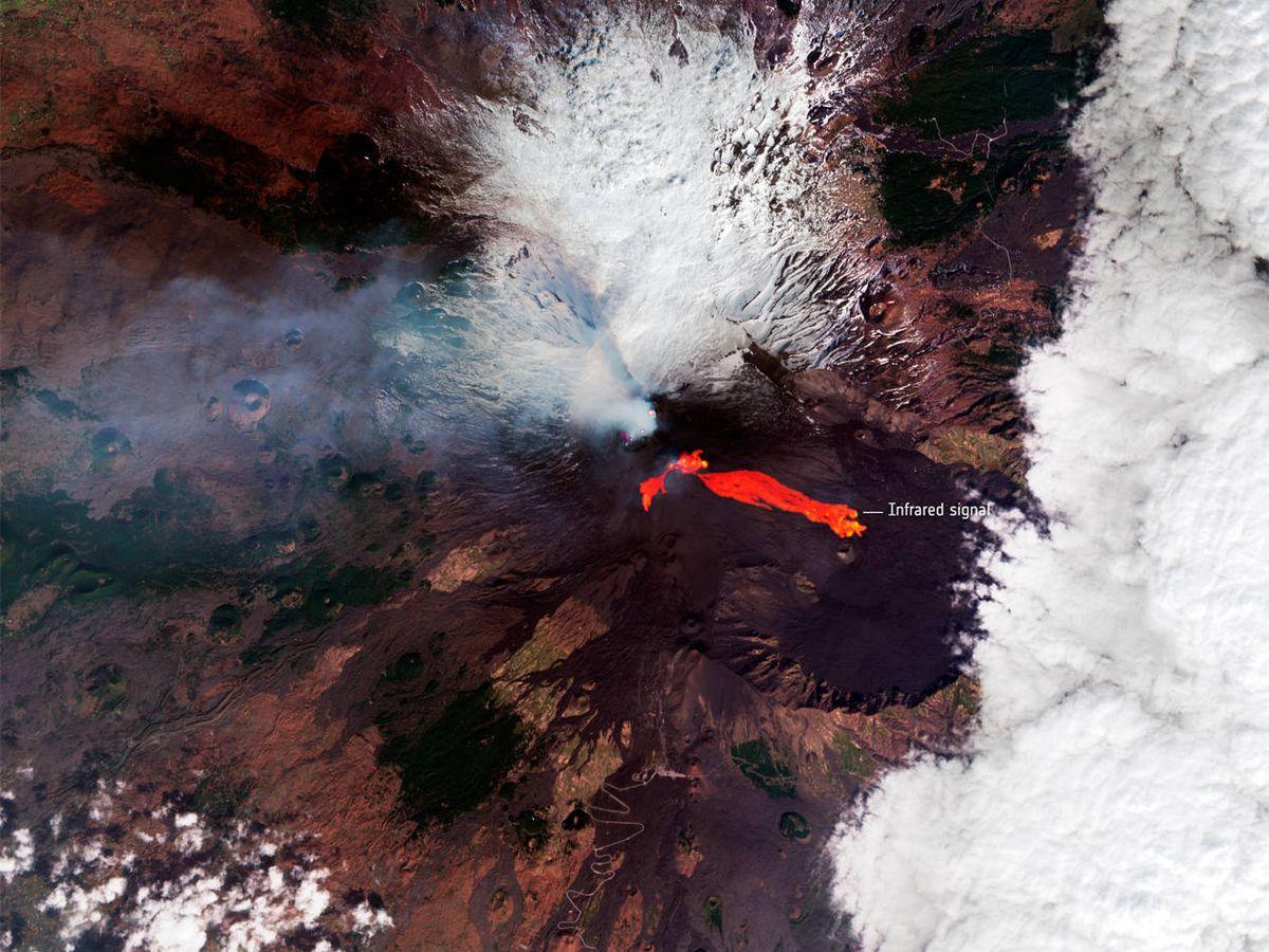 Foto: La fotografía publicada por la ESA permite distinguir los ríos de lava en varias direcciones