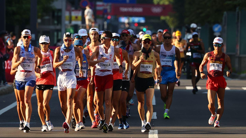 Comienzan los 50 kilómetros en marcha. (Reuters)