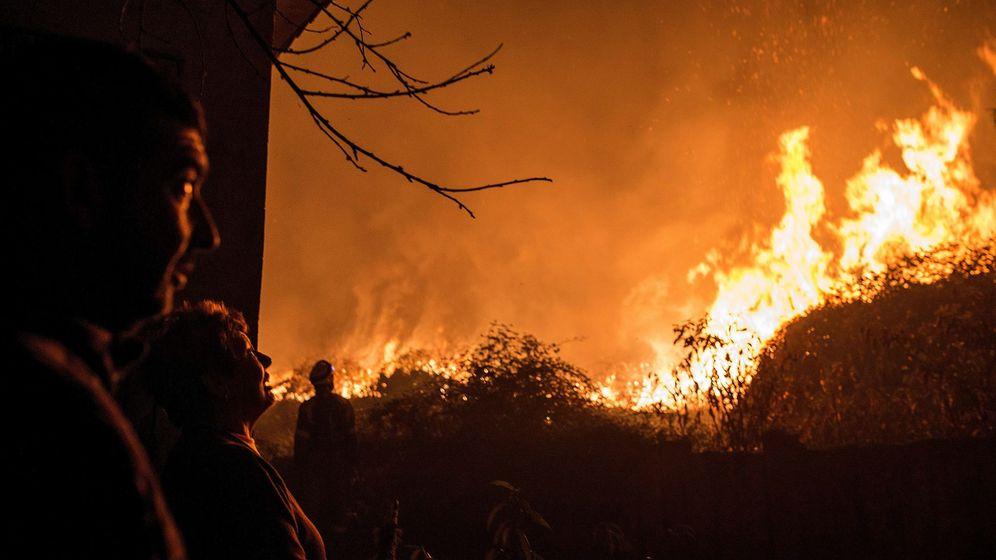 Foto: Incendio forestal en Carballeda de Avia (Ourense). (EFE)