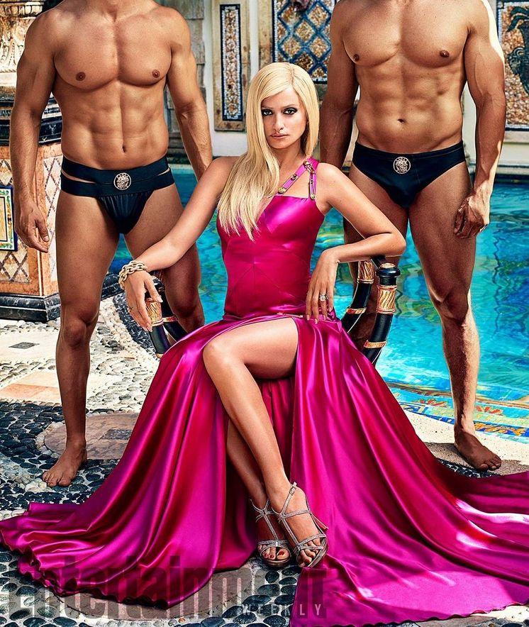Foto: Penélope Cruz caracterizada como Donatella Versace.