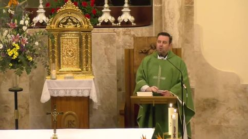 El cura de Valdepeñas se 'incluye' en los frescos de su iglesia: No es muy normal