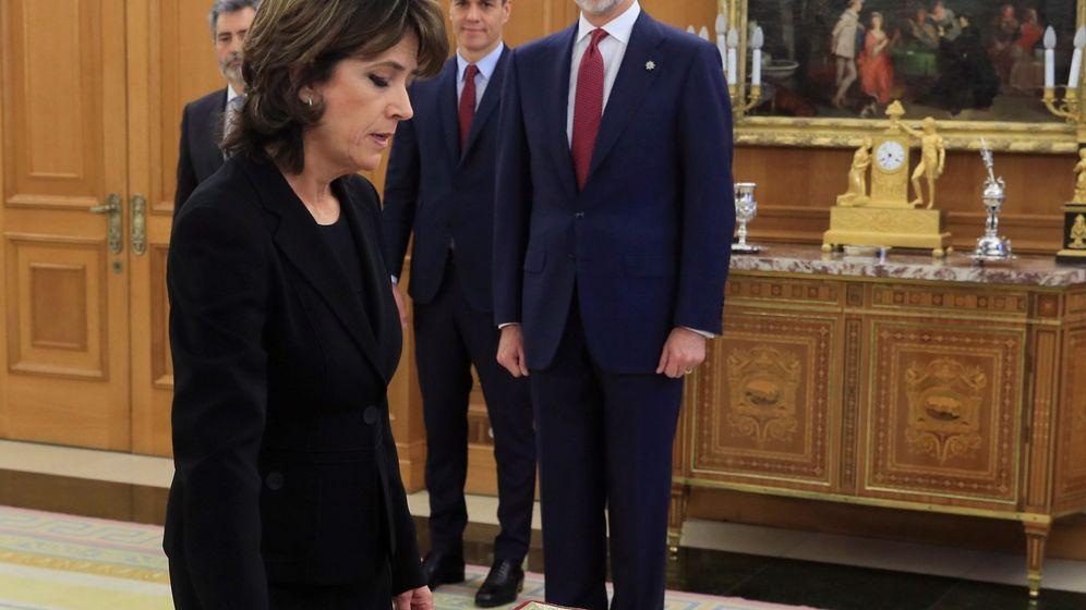 Foto: Dolores Delgado jura su cargo ante el rey Felipe VI. (EFE)