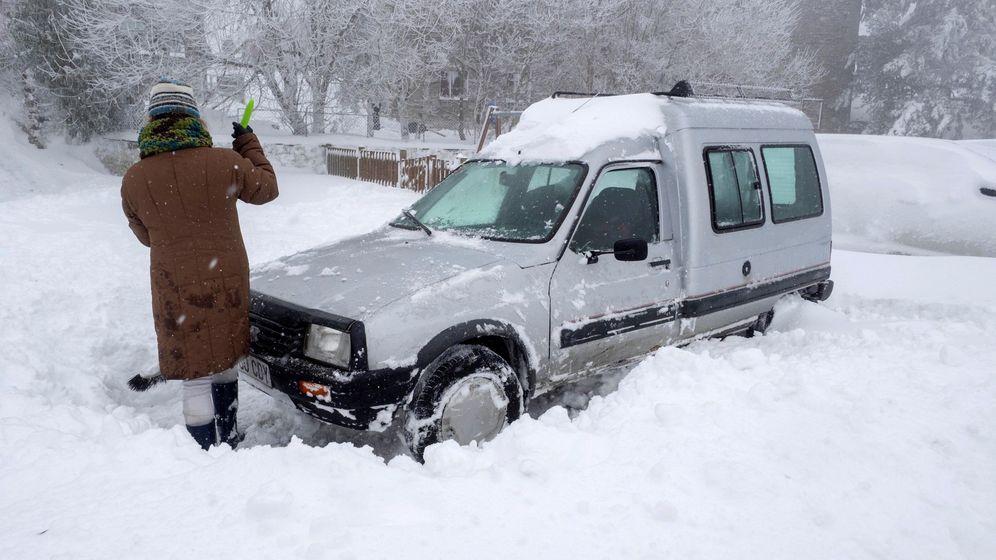 Foto: Un centenar de incidentes en Galicia por la nieve. (EFE)
