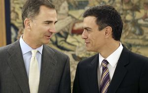 Duelo de estilo en Zarzuela entre Felipe Vi y 'Míster PSOE'