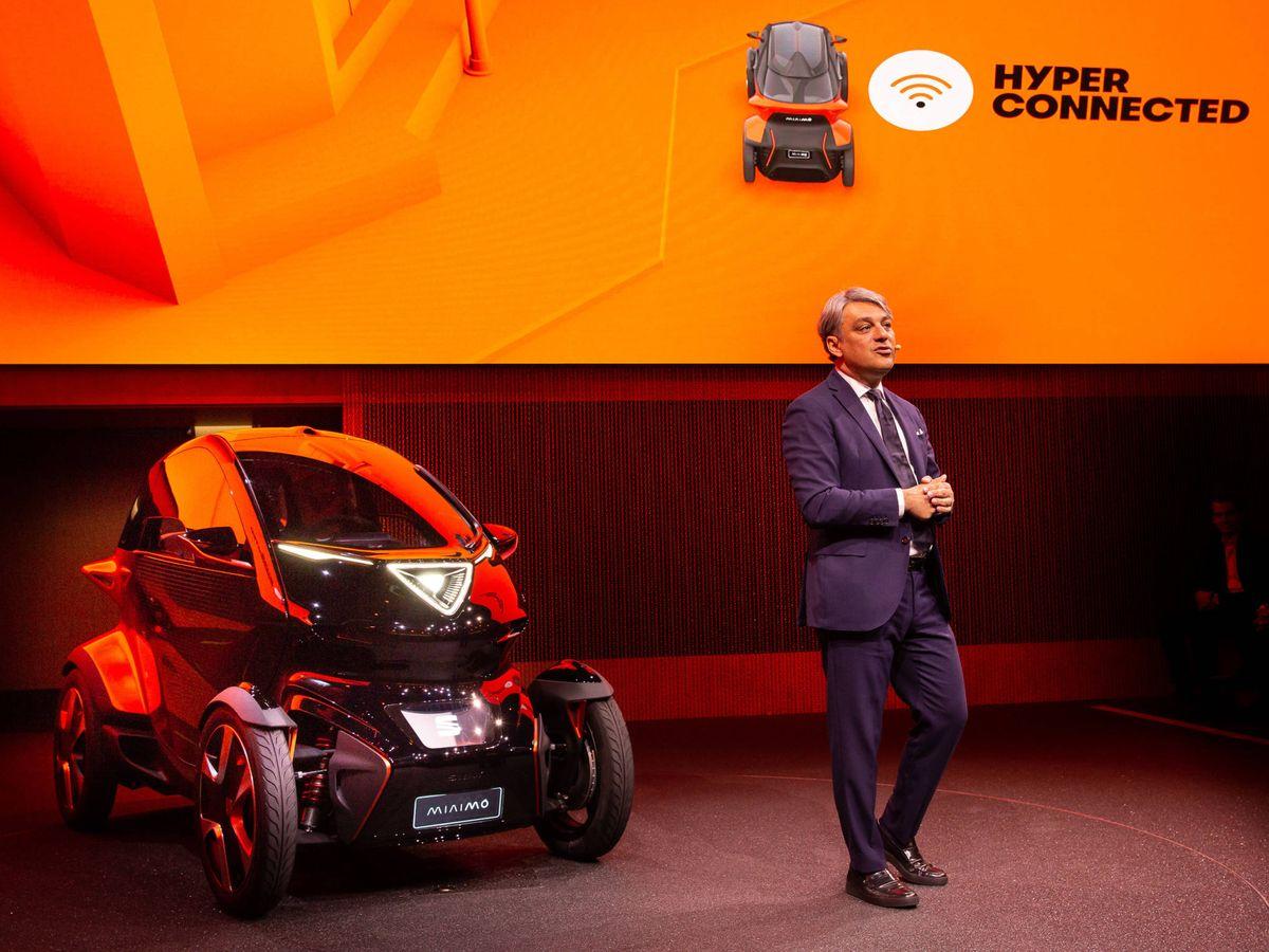 Foto: Luca de Meo, el gran protagonista del crecimiento de Seat, junto al concept Minimó.