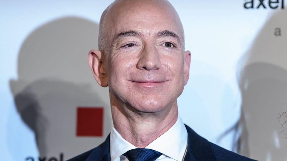 Foto: Jeff Bezos recibe el premio Axel Springer. (EFE)