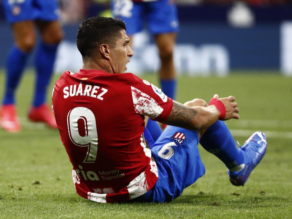 Foto: Luis Suárez reclama una falta durante el Atlético de Madrid-Villarreal. (Reuters)