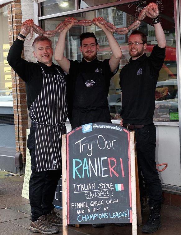 Foto: Imagen de los carniceros que han creado la salchicha 'Ranieri' en homenaje al técnico (FOTO: David Ruiz)