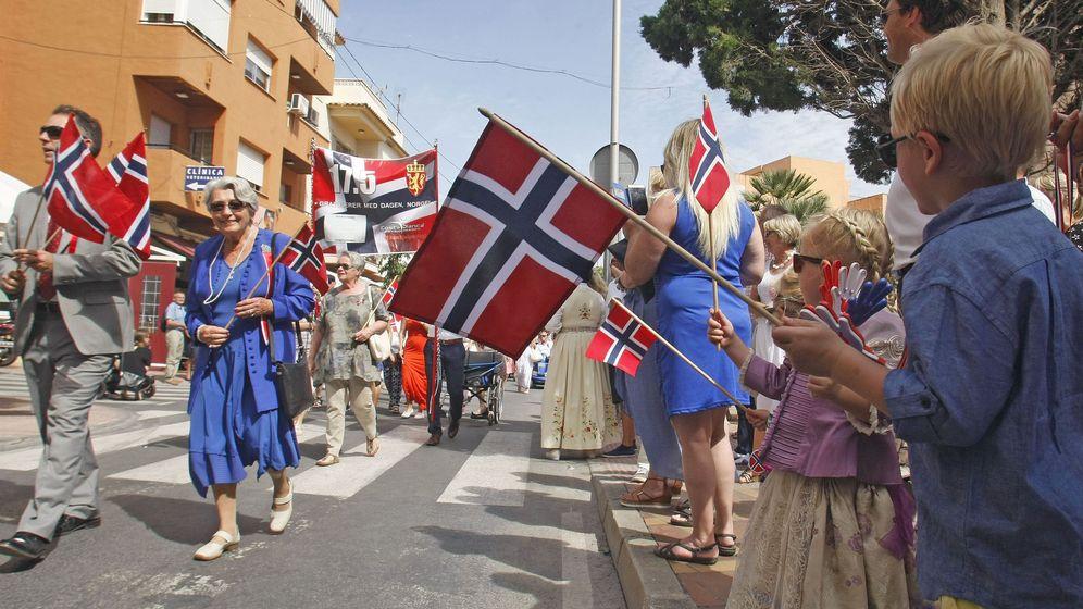 Foto: La comunidad de noruegos de Alfaz de Pi celebran el dia nacional de noruega