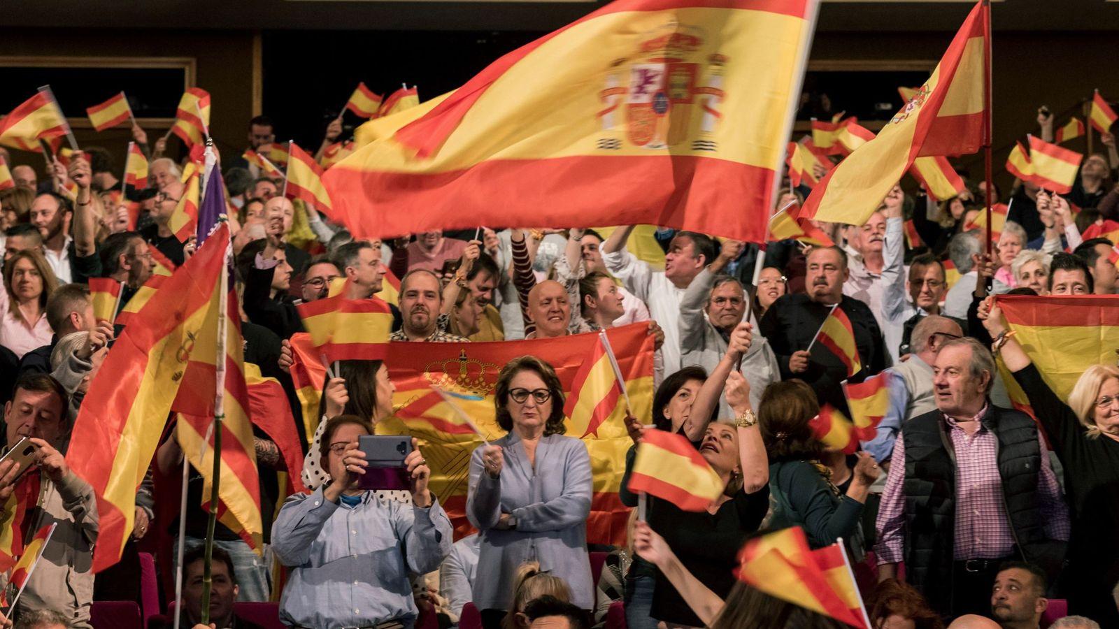 Foto: Asistentes a un mitin de Vox en Palma de Mallorca. (EFE)