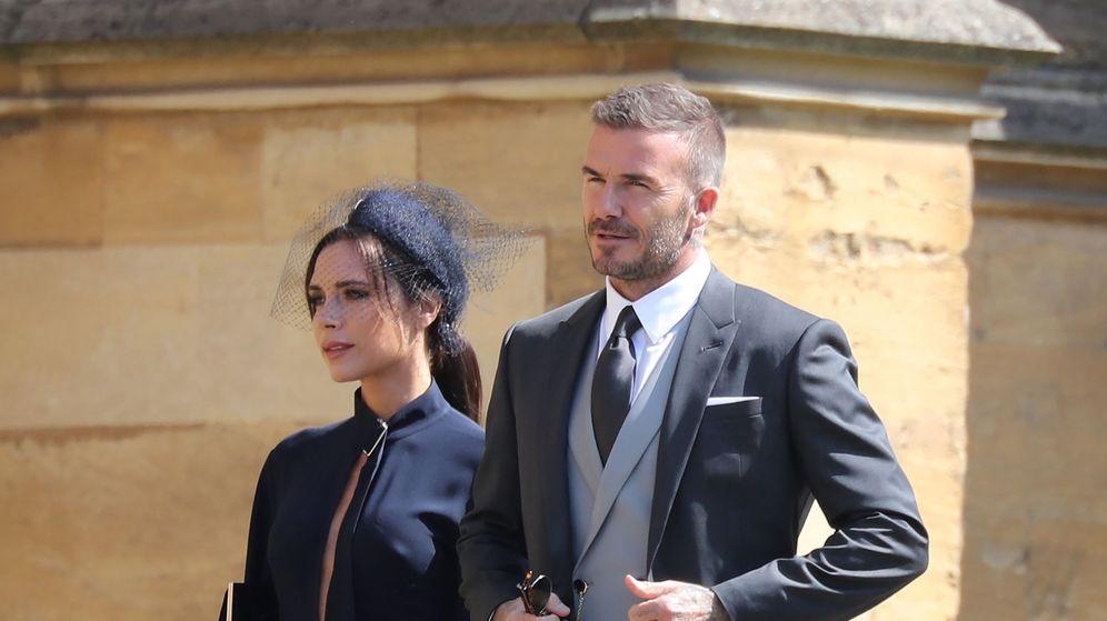 Foto: El futbolista y la Posh Spice en la boda de Harry y Meghan. (EFE)