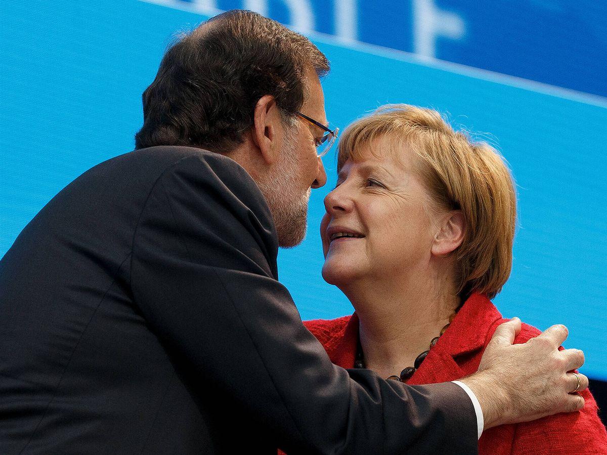 Foto: La canciller alemana, Angela Merkel, junto al entonces presidente del Gobierno español, Mariano Rajoy, en un congreso del PPE en Madrid. (Getty)