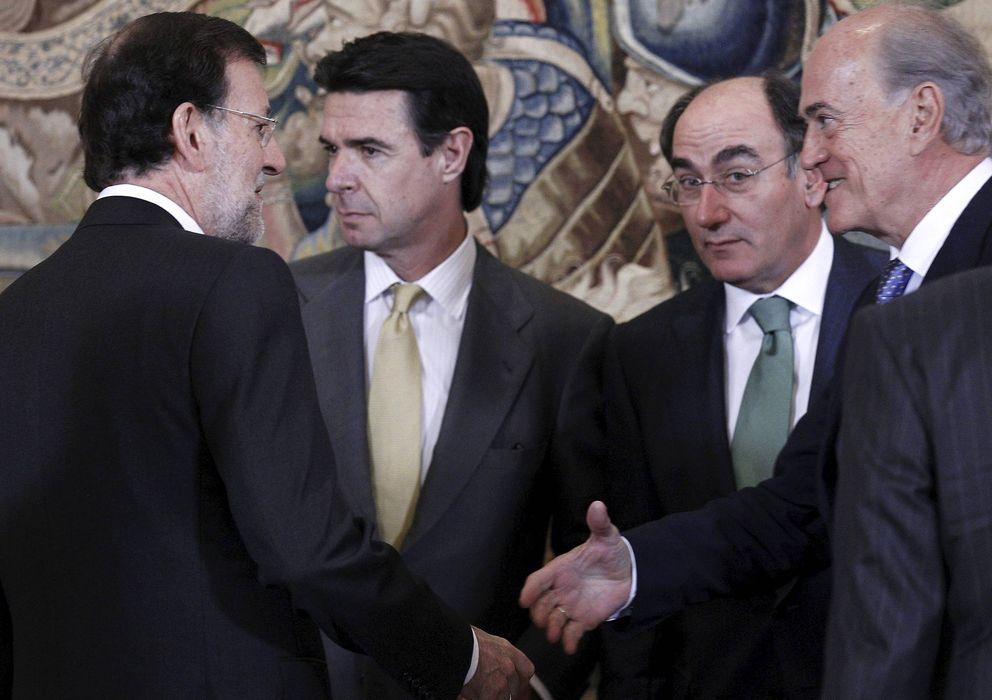 Foto: El presidente del Gobierno, Mariano Rajoy (i), el presidente de Iberdrola, Ignacio Sánchez Galán (2d), y el ministro de Industria, José Manuel Soria. (EFE)