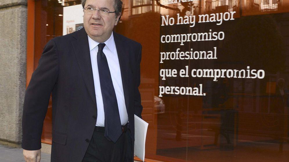 Foto: Juan Vicente Herrera, hoy, antes de entrar en la reunión del PPCyL. (Efe)