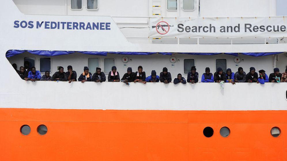 Foto: El 'Aquarius', durante una misión de rescate el pasado mes de mayo. (Reuters)