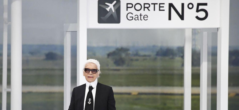 Foto: El diseñador Karl Lagerfeld tras la presentación de la colección primavera-verano 2016 de Chanel (Reuters)