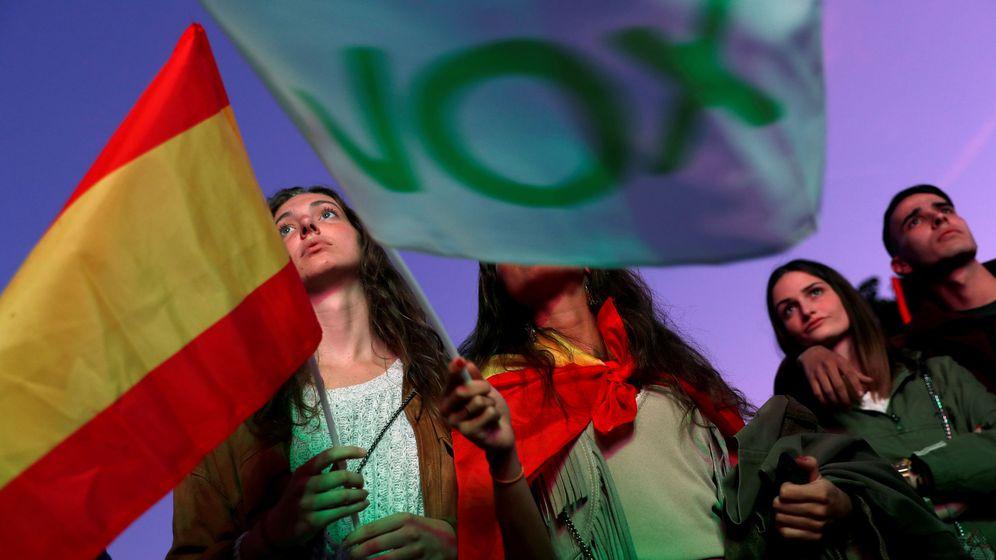 Foto: Simpatizantes de Vox, en las elecciones generales. (Reuters)