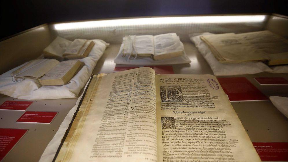 Foto: El día que 'El nombre de la rosa' se hizo real: tres libros envenenados en una biblioteca. (EFE)