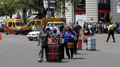 Camión de basura eléctrico de Volvo y escape de gas en la calle Alcalá: el día en fotos