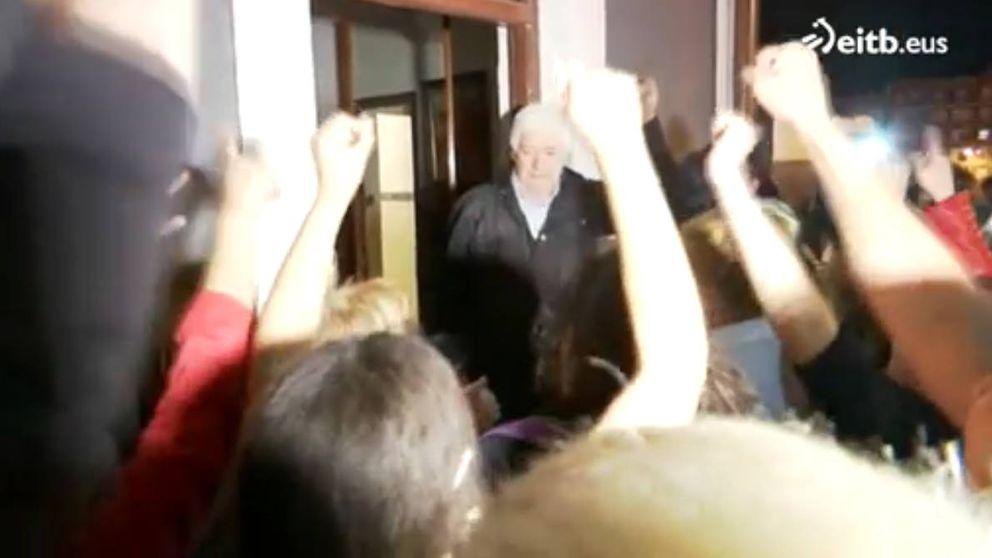 La presión de los vecinos devuelve la casa ocupada a una mujer de 94 años