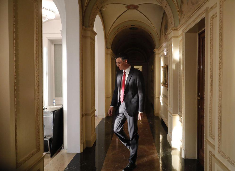 Foto: Pedro Sánchez, a su llegada a la entrevista con TVE, el pasado 18 de junio en La Moncloa. (EFE)