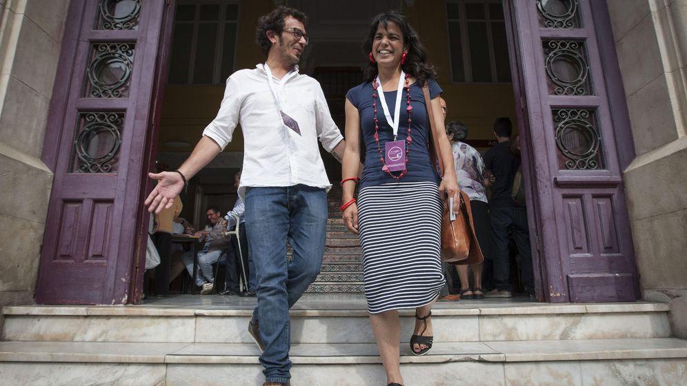 Foto: José María González Santos, 'Kichi' (Por Cádiz Sí Se Puede), acompañado por su pareja y secretaria general de Podemos en Andalucía, Teresa Rodríguez. (EFE)