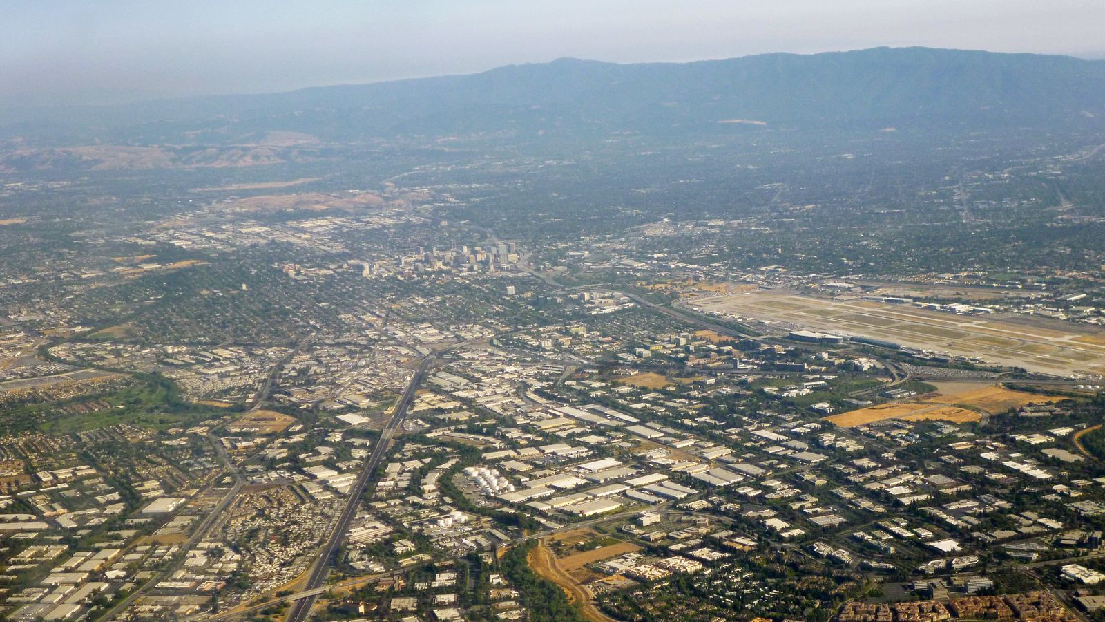 Foto: Vista panorámica de Silicon Valley. (Coolcaesar, Wikipedia)