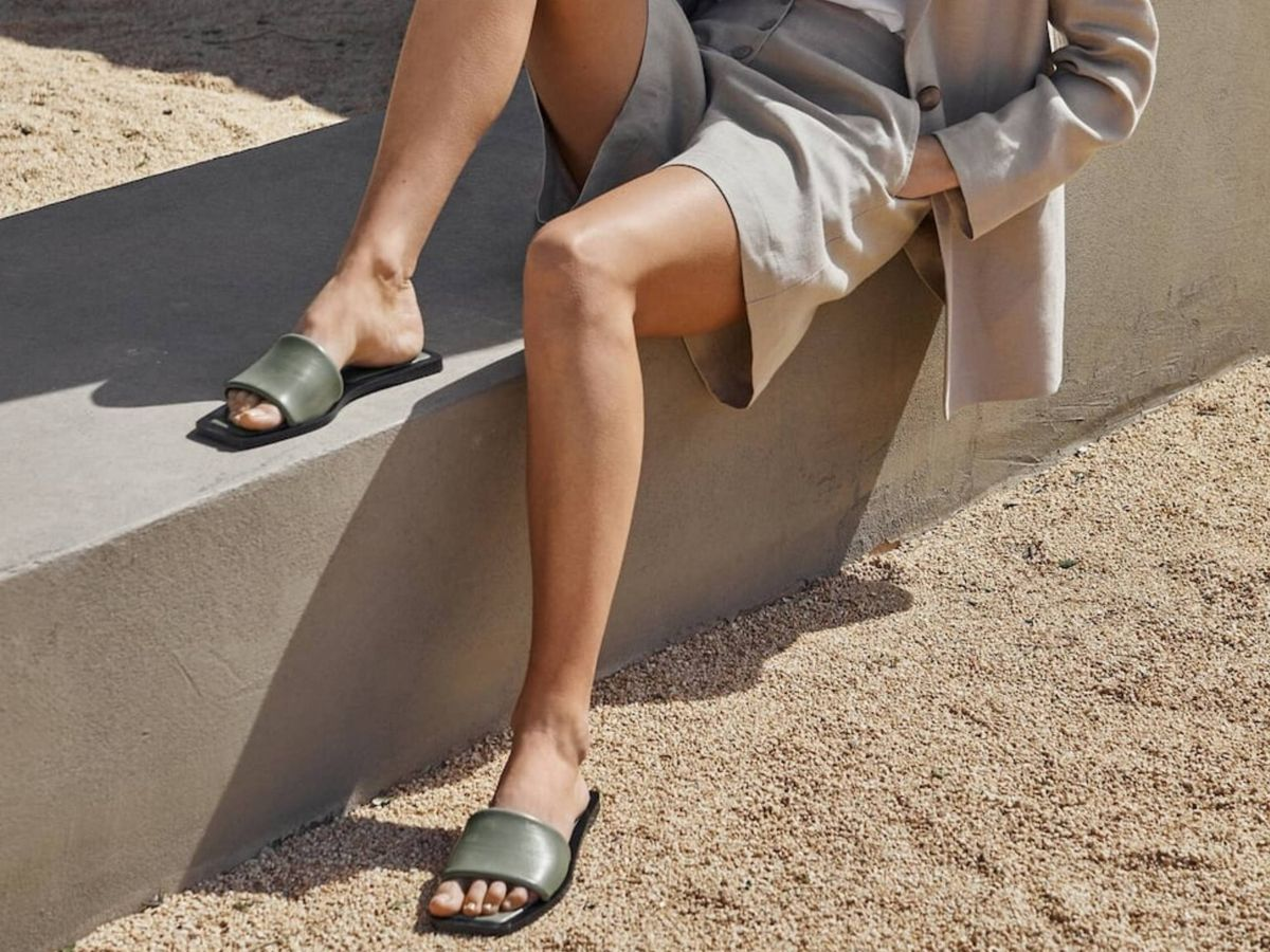 Foto: Las nuevas sandalias planas de Massimo Dutti. (Cortesía)