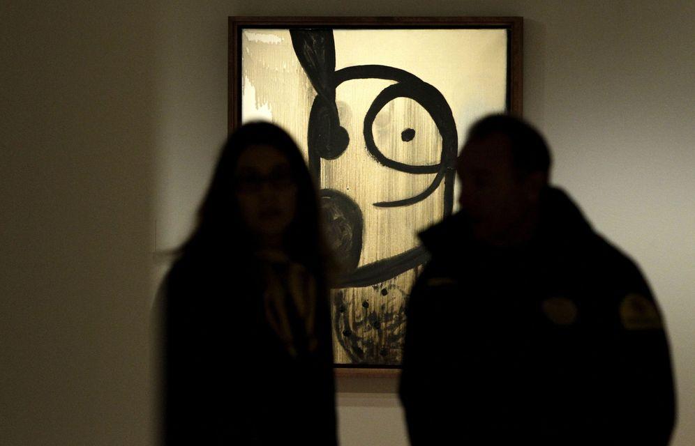 Foto: Miró asesina y viola la pintura en Madrid