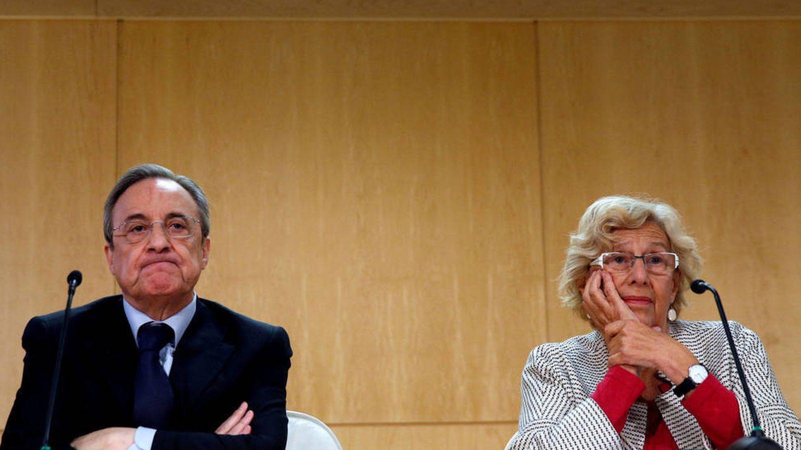 Foto: Florentino Pérez, presidente de ACS, junto a la alcaldesa de Madrid, Manuela Carmena. (EFE)