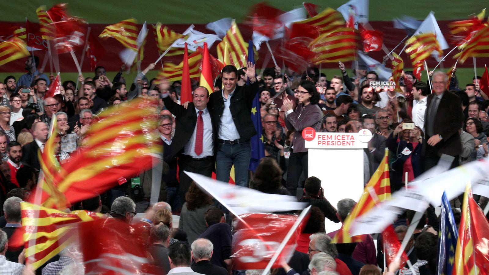 Foto: Pedro Sánchez y Miquel Iceta, con Eva Granados y Pepe Borrell, el pasado 17 de diciembre en el acto central de campaña del PSC, en Barcelona. (Reuters)