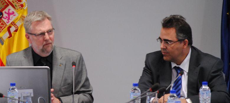 Foto: El director general de Eurostat, Walter Radermacher, y el Presidente del INE, Gregorio Izquierdo (Revista digital del INE).