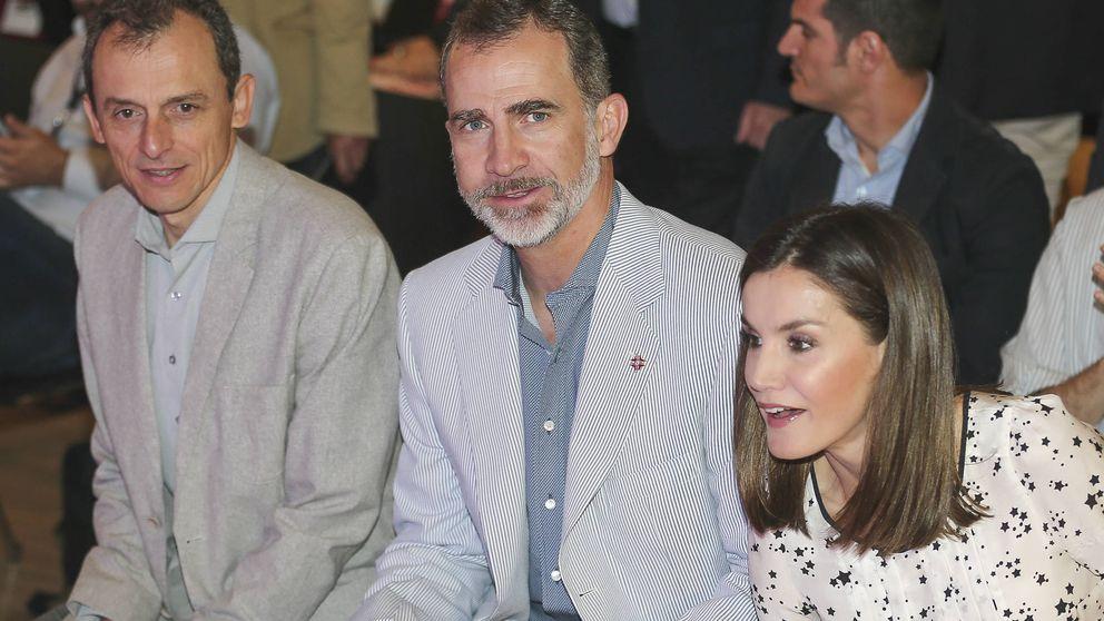 El look más estelar de la reina Letizia al lado del astronauta y ministro Pedro Duque