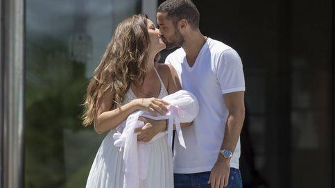 Malena Costa y Mario Suárez parten hacia Londres con su hija recién nacida