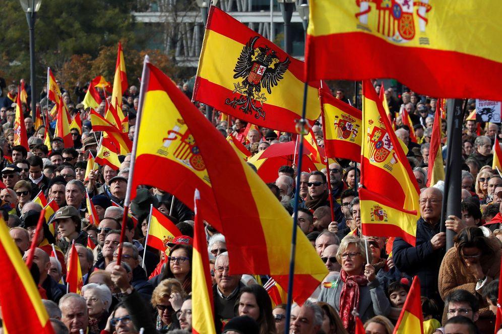 Foto: Imagen de la manifestación convocada por la Fundación para la Defensa de la Nación Española (DENAES) en la Plaza de Colón de Madrid. (EFE)