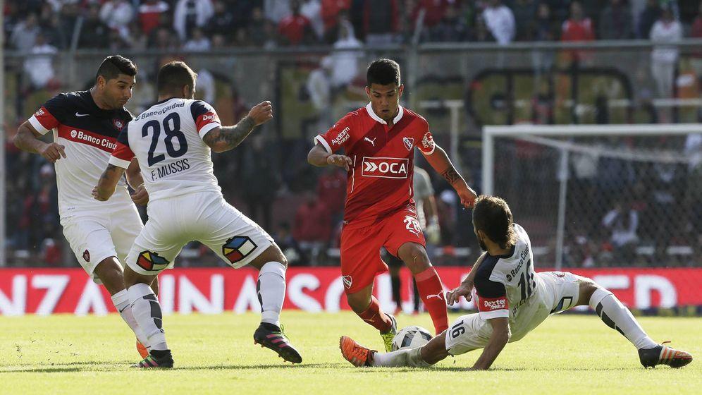 Foto: Gaston del Castillo en un partido con Independiente (Foto: Imago)
