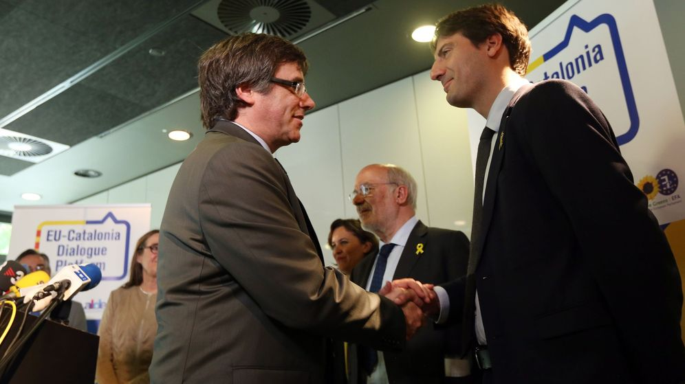 Foto: Jordi Solé, junto a Carles Puigdemont. (EFE)