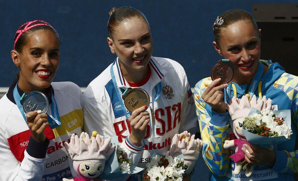 Foto: Ona Carbonell posa con su medalla de plata. (EFE)