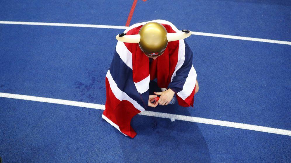 Foto: El corredor noruego Karsten Warholm tras ganar el oro en el europeo de 2018. (Reuters)