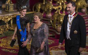Bouzas, la 'villana' que se codeó con los reyes y la presidenta chilena