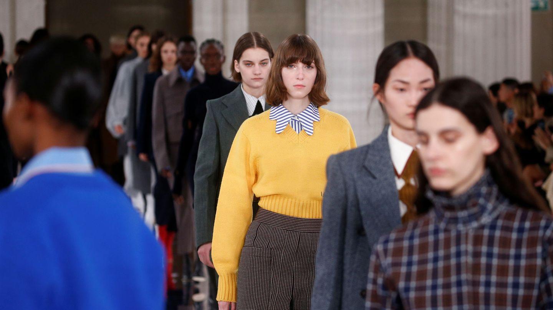 Las modelos, al terminar el show.  (Reuters)