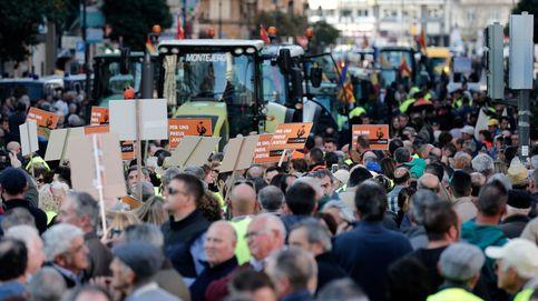 Multitudinaria tractorada: miles de agricultores colapsan el centro de Valencia
