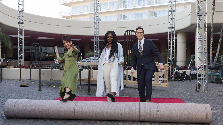 Sandra Oh, Isan Elba y Andy Samberg desenrollan la alfombra roja. (HFPA)