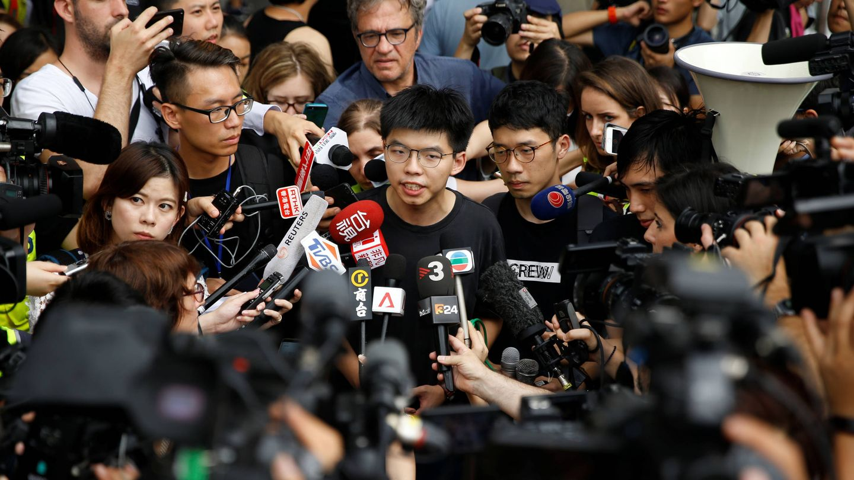 Joshua Wong explica su oposición al proyecto de ley de extradición ante los medios. (Reuters)