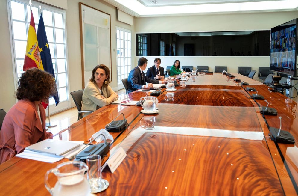 Foto: Pedro Sánchez, con Teresa Ribera, María Jesús Montero, Salvador Illa y Carolina Darias, este 7 de junio en la 13ª conferencia de presidentes. (Borja Puig | Pool Moncloa)