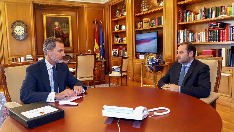 El rey Felipe, reunido con el ministro Ábalos, el pasado 25 de marzo. (Casa Real)