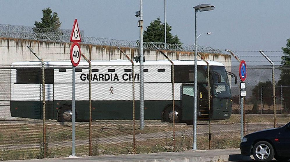 Foto: Imagen tomada de EFETV del traslado de los 'exconsellers' Jordi Turull, Joaquim Forn y Josep Rull a Cataluña