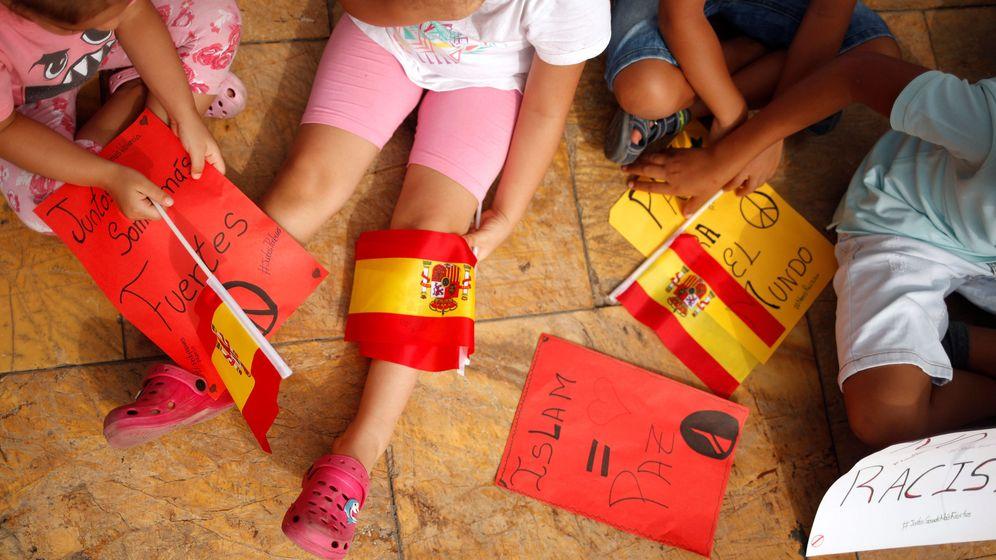 Foto: Niños condenan los atentados de Barcelona y Cambrils en una reunión en Fuengirola. (Reuters)