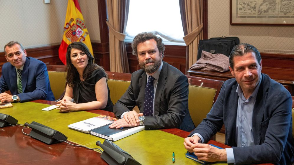 Foto: Los representantes de Vox en el Congreso, antes de una reunión