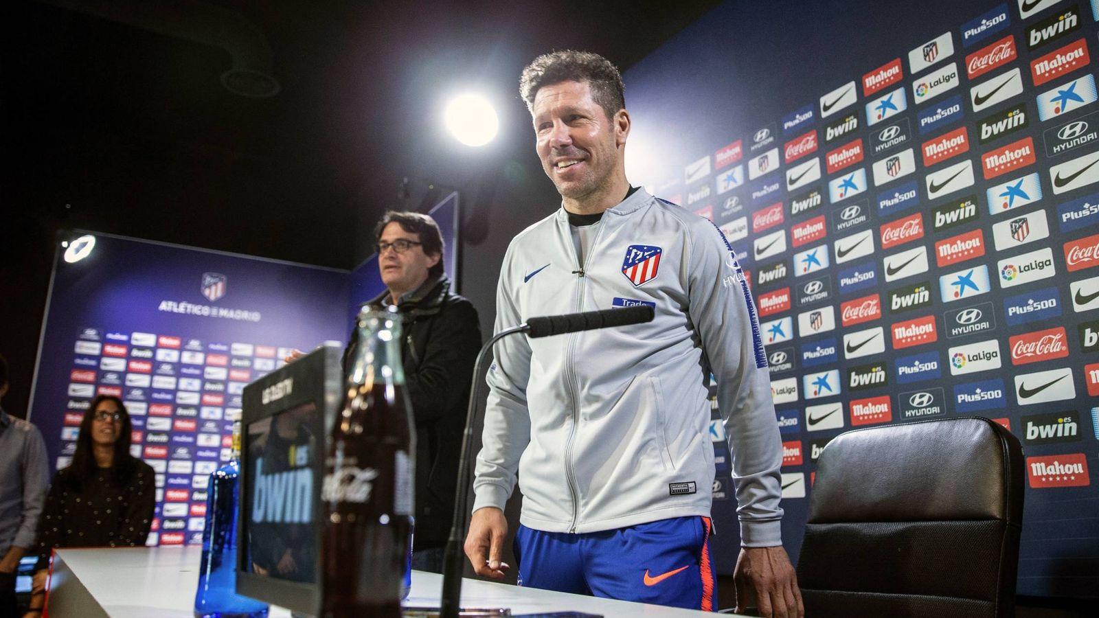 Foto: Simeone, en una rueda de prensa tras un entrenamiento con el Atlético de Madrid. (EFE)